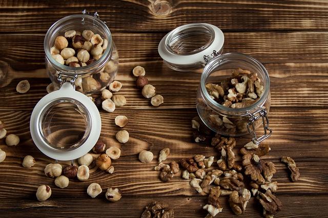 lískový ořech a vlašský ořech