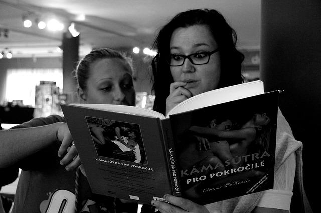 holky si čtou Kámasútru